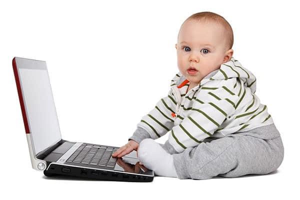 baby met computer