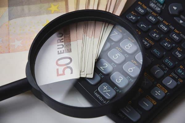 vergrootglas rekenmachine geld