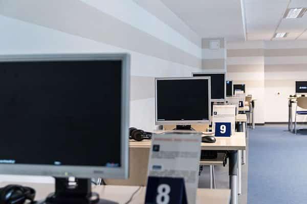 leslokaal met computers