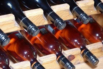 Rosé wijnen in wijnrek